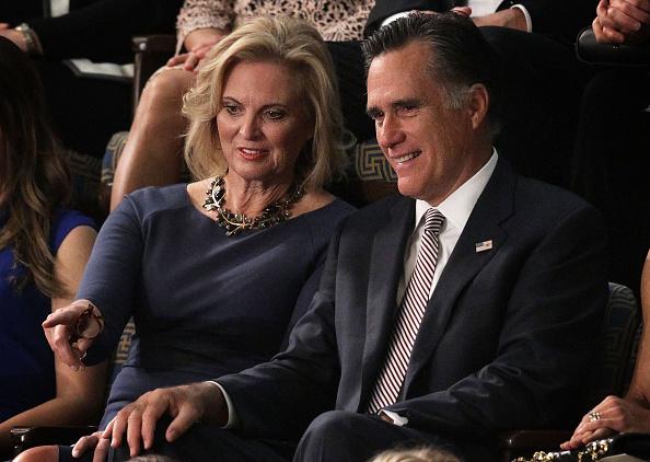 """Romney: """"Trump es más falso que su universidad"""""""