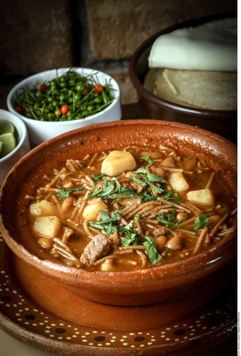 Exquisita, tradicional y nutritiva: Sopa de fideo mexicana