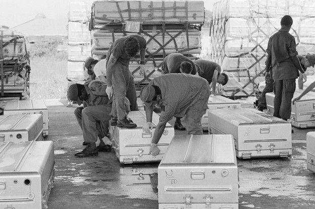 JonestownImage copyrightGetty Image caption Más de 900 cuerpos fueron llevados desde Jonestown hacia Estados Unidos, de donde era la mayoría de los muertos.