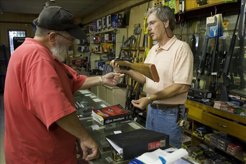 Latinos son menos dados a tener armas de fuego