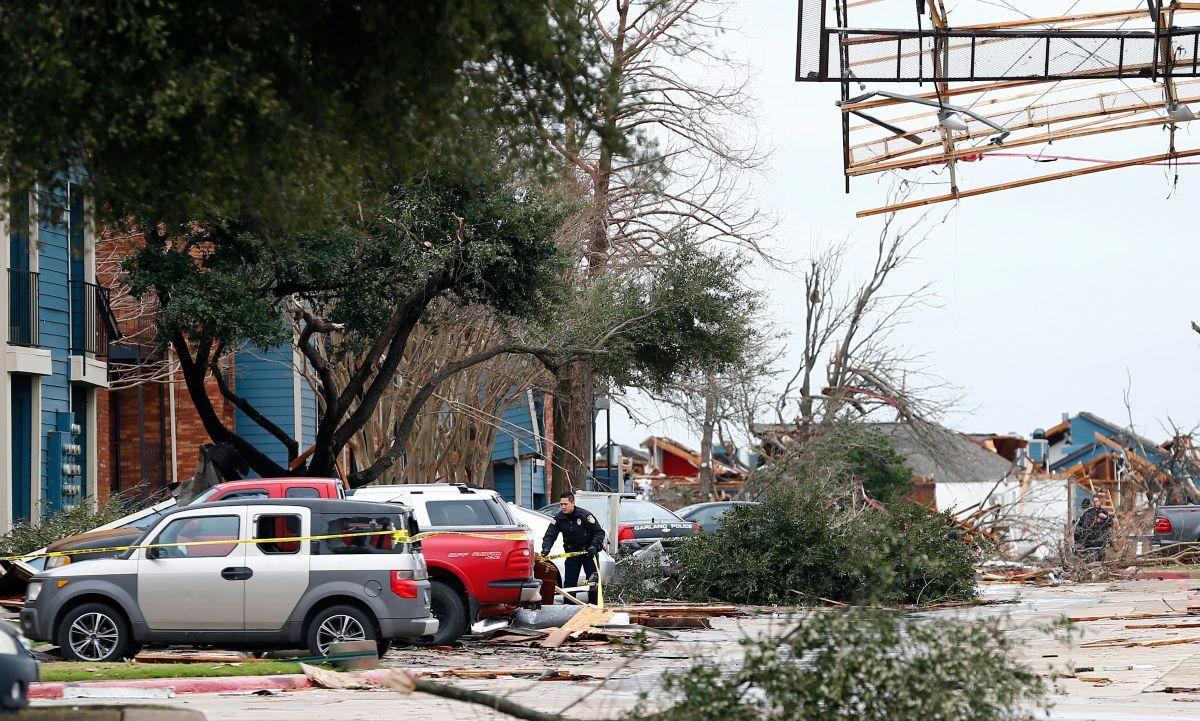 Tormentas en EEUU causan al menos 44 muertos y miles de vuelos varados (video)