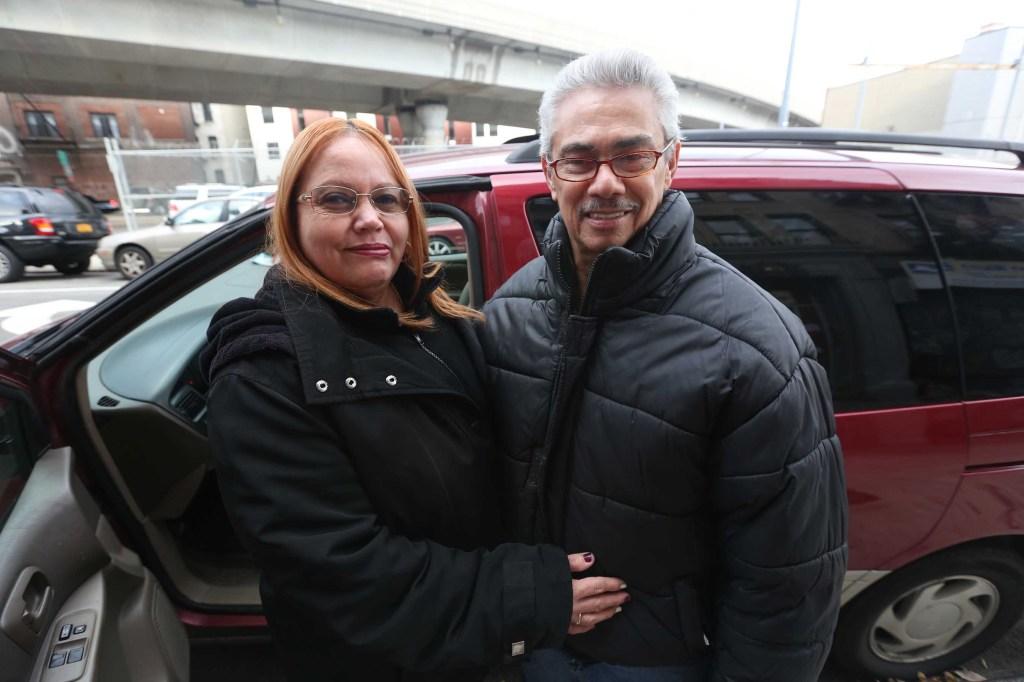 La pareja de Martín Morales y María López, él reparador y ella cocinera. Llevan 23 años de casados y viven en un edificio cooperativo cerca a Borinquen Place. Mariela Lombard / El Diario.