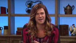 ¡Chris Hemsworth se vistió de mujer para 'defender a Thor'! (VIDEO)