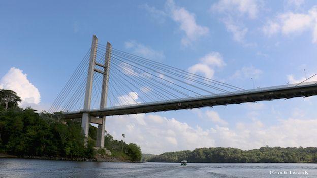El misterio del millonario puente que nadie ha podido cruzar