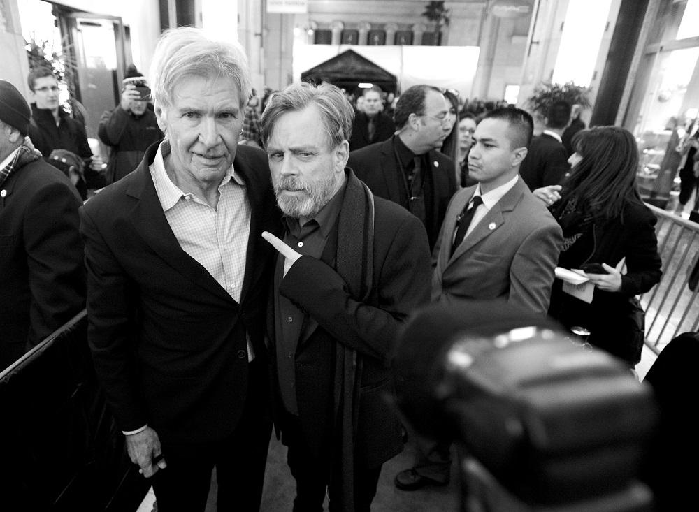 Harrison Ford y Mark Hamill, los legendarios Han Solo y Luke Skywalker, en la premiere de 'The Force Awakens', la noche del lunes en Los Ángeles.