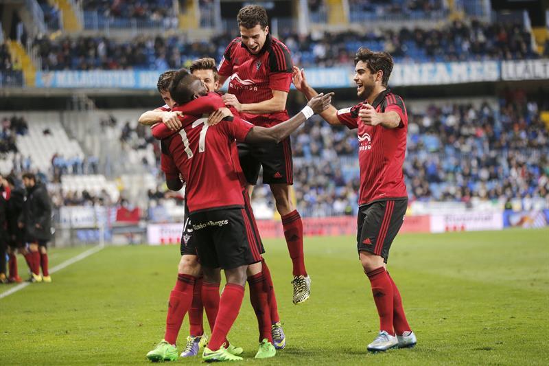 Mal y de malas, Ochoa fue por fin titular pero el Málaga fue eliminado