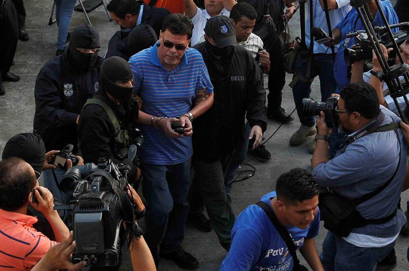 Entregan a Interpol al expresidente de la Federación Salvadoreña de Fútbol
