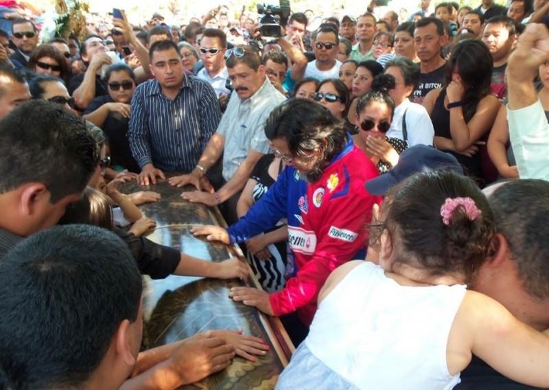 Los restos del futbolista Alfredo Pacheco fueron sepultados en el cementerio Santa Isabel de Santa Ana, El Salvador.