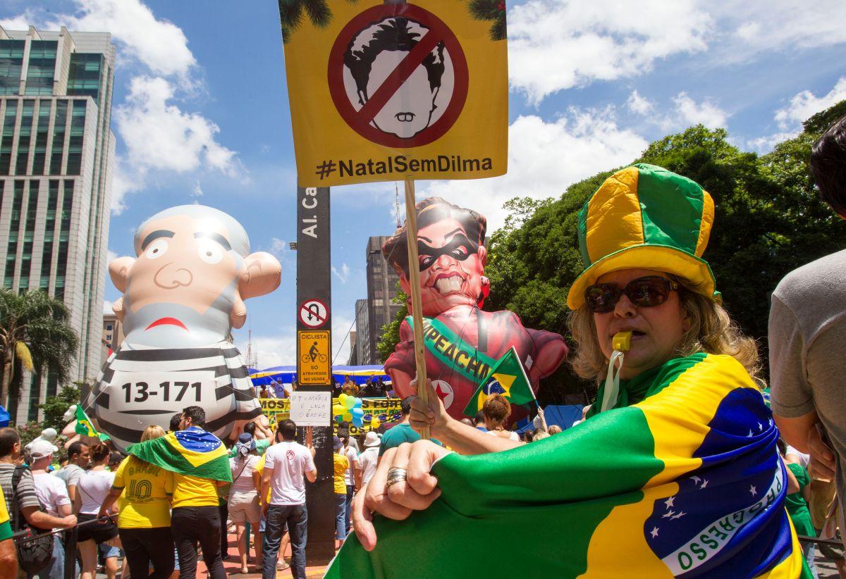 Miles gritan  ¡Fuera Dilma! en todo Brasil