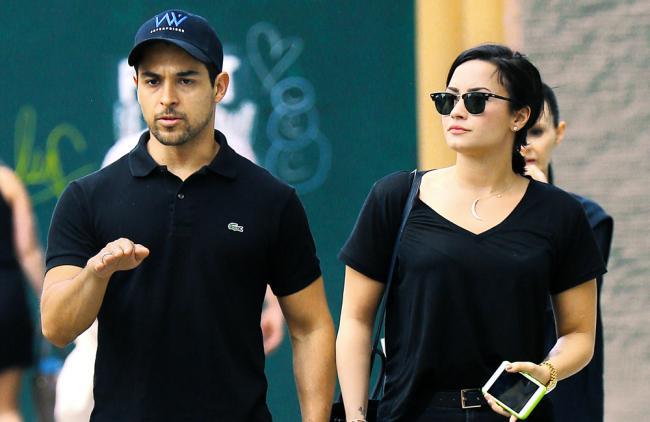 ¡Demi Lovato se divierte con su novio y con su ex!