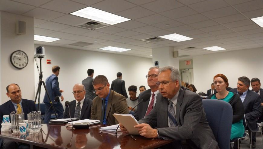 Miesmbros de distintas empresas de energía durante la asamblea de la commissions energy and infrastructure