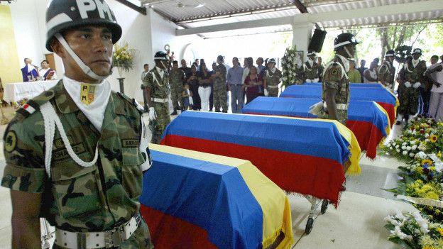 El conflicto armado en Colombia ha causado decenas de miles de muertes entre civiles, militares y guerrilleros.
