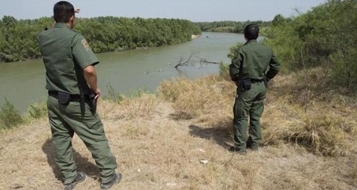 Texas mantiene militarización en frontera con México por llegada de niños migrantes