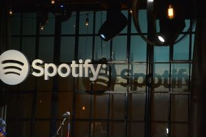 Spotify lanza playlists de podcast curados editorialmente