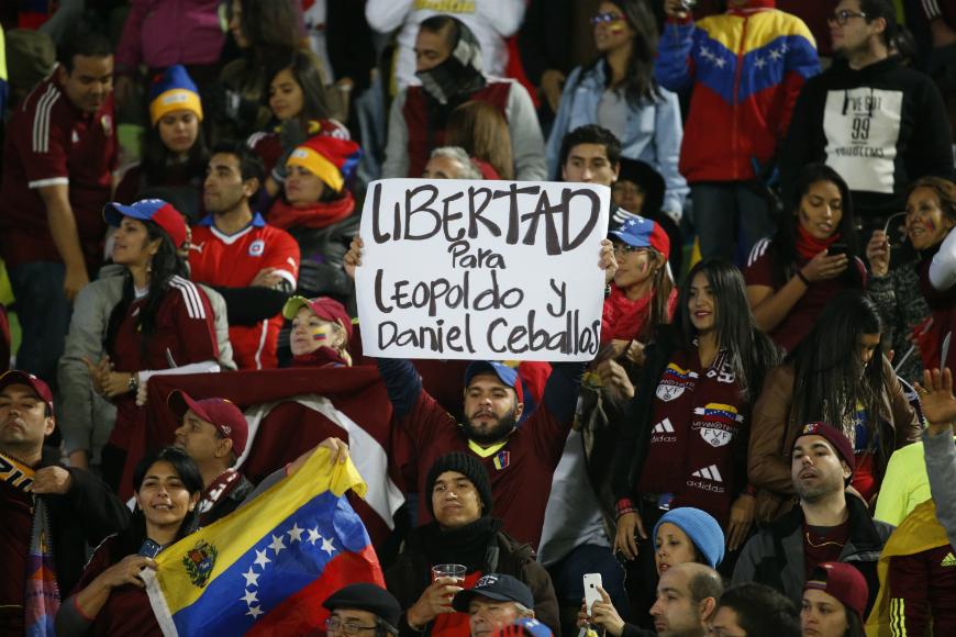 Durante la Copa América en Chile, algunos asistentes venezolanos desplegaron pancartas de apoyo a los presos políticos.