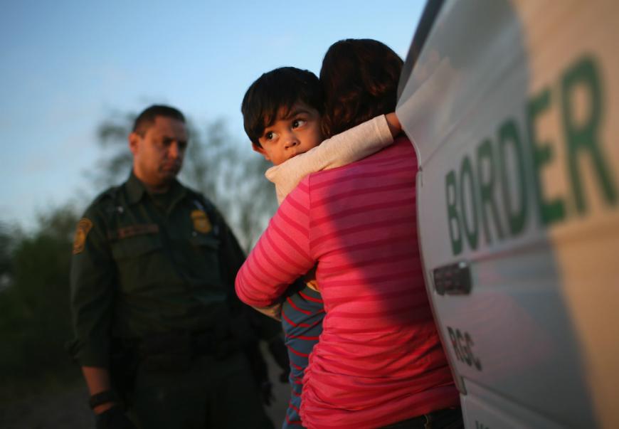 Cada vez más niños son separados de sus padres en la frontera