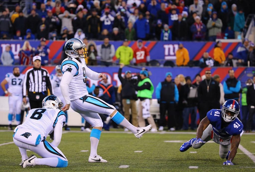 El pateador de Carolina, Graham Cano, patea un gol de campo de 43 yardas en la jugada final del partido para vencer a los Giants.