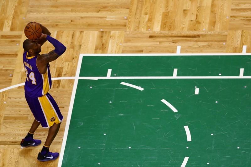 Kobe se lleva un pedazo de la catedral del basquetbol y luego vence a Boston