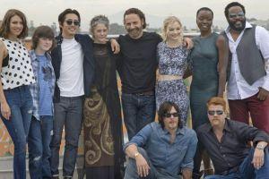 ¡Como un zombie! Fan muerde a actor de 'The Walking Dead'