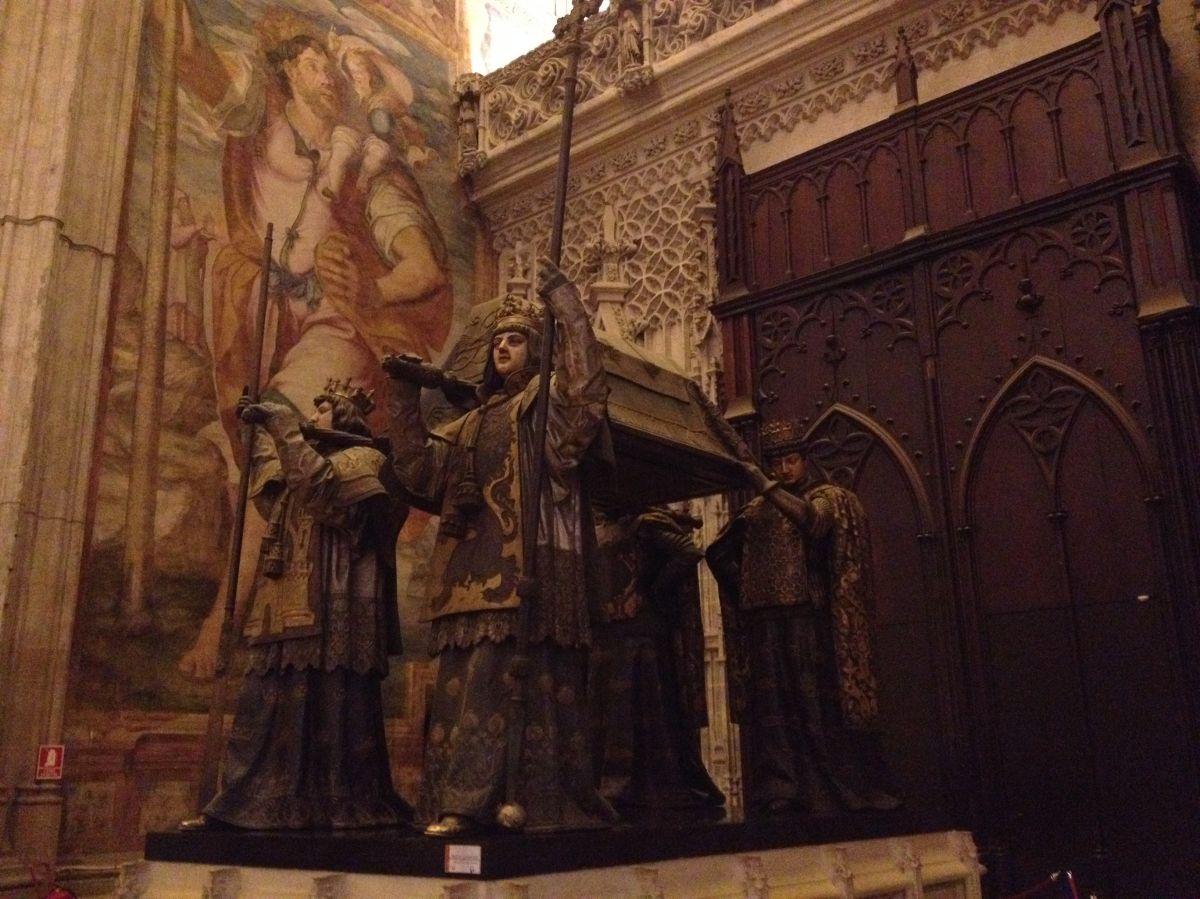 La tumba de Cristobal Colón dentro de la Catedral de Sevilla. /FRANCISCO CASTRO