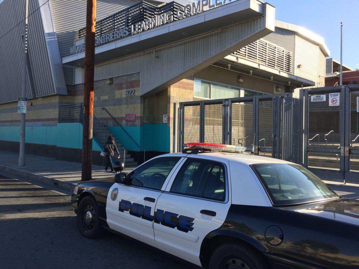 Más de 900 campus del LAUSD suspendieron las clases este martes debido a una amenaza.