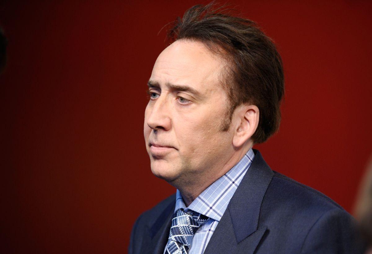 Nicolas Cage debe devolver… calavera de dinosaurio robada. Sí, lo has leído bien