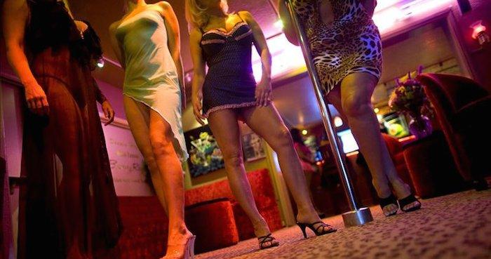 Monjas se infiltran como prostitutas para salvar víctimas de trata (VIDEO)