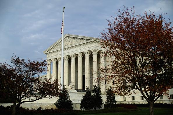 Corte Suprema escucha argumentos en caso que podría cambiar la democracia en EEUU
