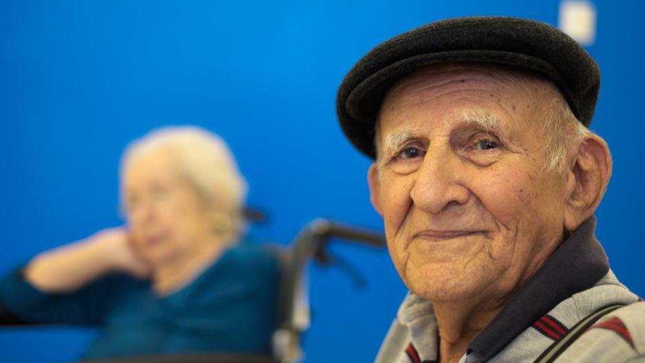 Hombre de 95 años alcanza la marca de 100,000 millas en bicicleta