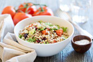 ¿Es más saludable la quinoa o el arroz? Descubre lo que opinan los expertos en nutrición sobre este popular debate