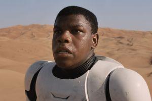 Mira qué cambiaron en el póster chino del nuevo 'Star Wars'...