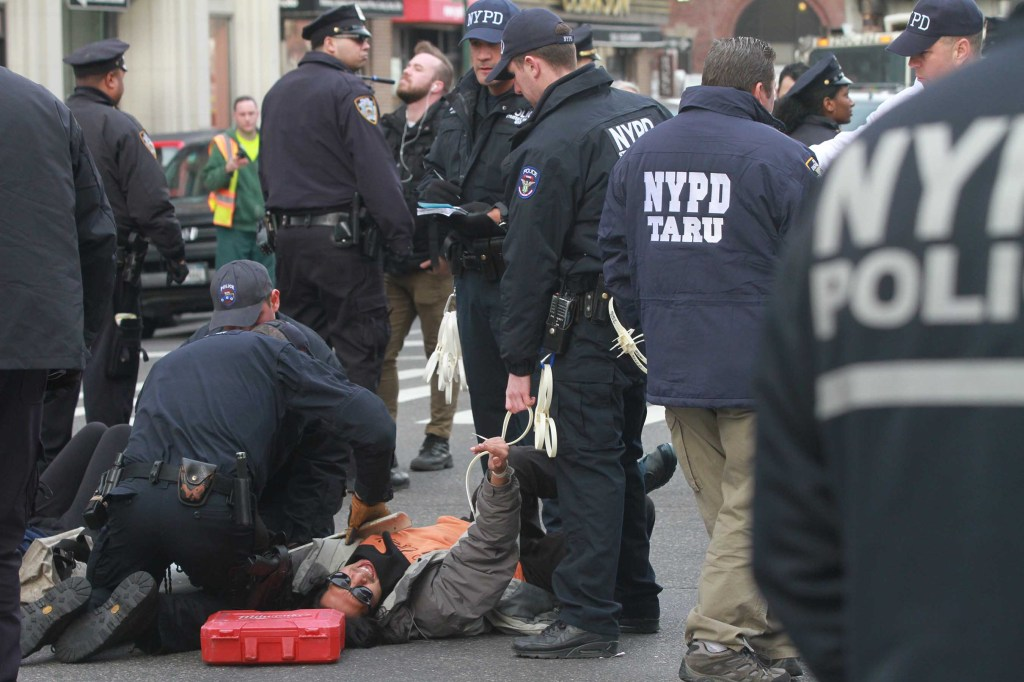 Arrestos de manifestantes en la calle Varick y Houston en Manhattan.