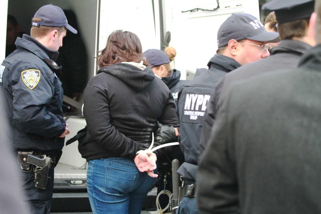 Arrestos a los manifestantes en la calle Varick y Houston en Manhattan.