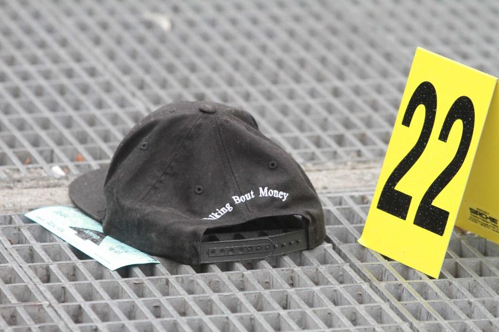 Un policia resulto herido esta mañana durante una balacera en la madrugada en la Avenida Lincoln y la Calle 137 del Sur del Bronx. Foto Credito: Mariela Lombard / El Diario.