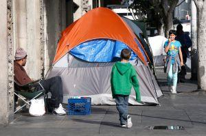 Inquilinos de California piden más control de los alquileres de viviendas