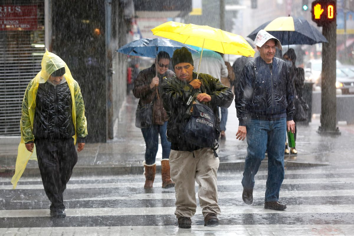 Lluvias, relámpagos y ráfagas de viento llegarán al sur de California este fin de semana