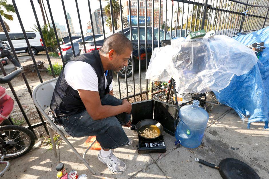 Crece el número de indigentes latinos en Los Ángeles