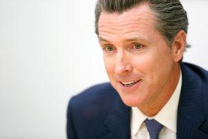 Gobernador de California propone millonaria inversión para evitar desalojos injustos