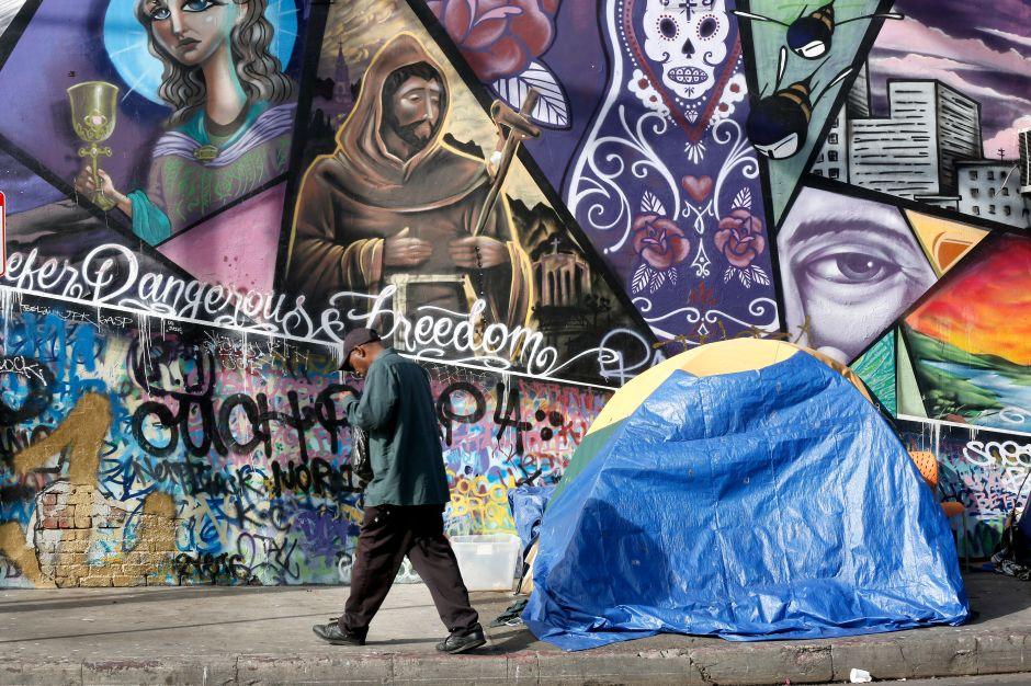 El número de personas sin hogar baja en EEUU pero sube en Los Ángeles