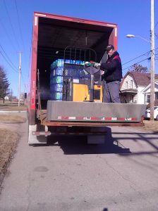 Empresas de camiones ofrecen hasta $50,000 para contratar nuevos empleados