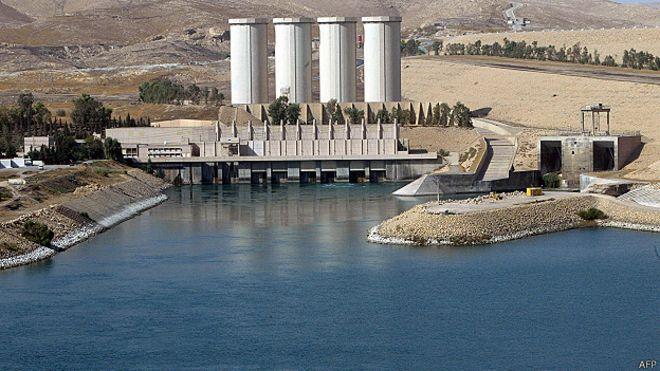 La represa en estado ruinoso que amenaza a 500 mil personas en Irak (video)