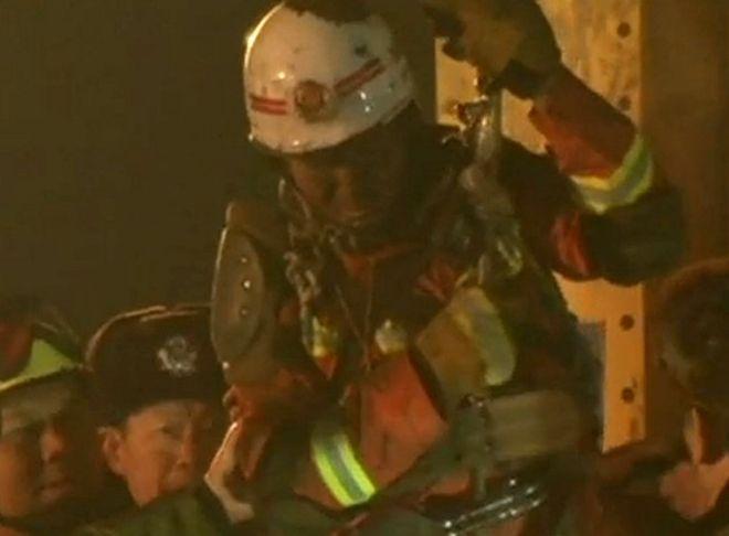Rescatan a 4 mineros que estuvieron 36 días bajo tierra en China