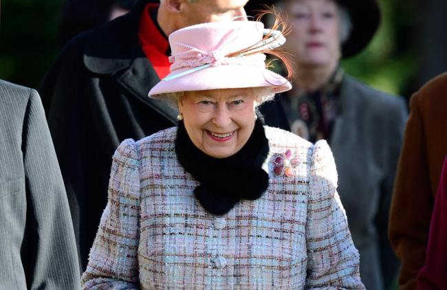 ¿Busca trabajo? La reina de Inglaterra le puede ayudar