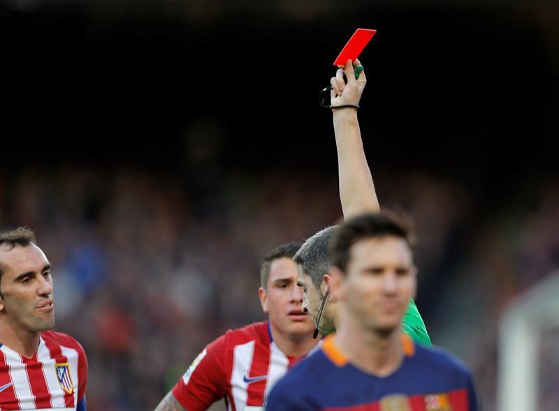 Barcelona se repuso de una desventaja y derrotó 2-1 al Atlético de Madrid, con goles de Messi y Luis Suárez. Foto: EFE.