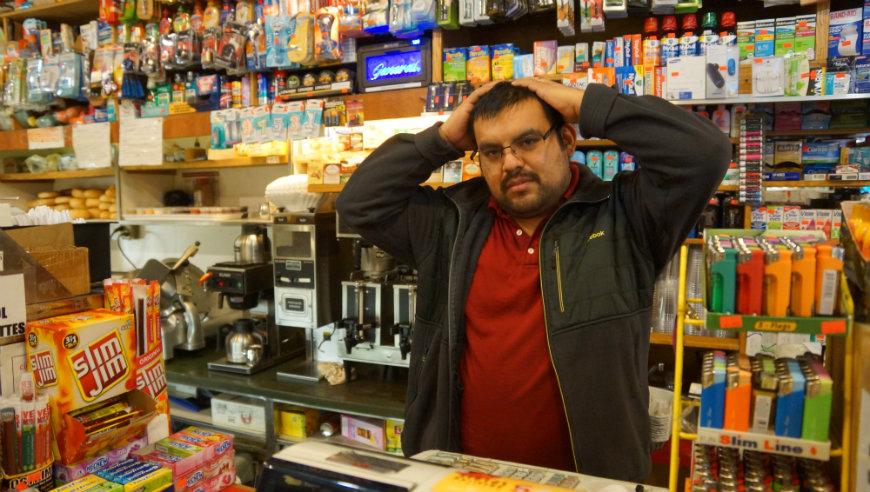 Alfredo Martinez, trabajador de un Deli frente a estación de Tren L