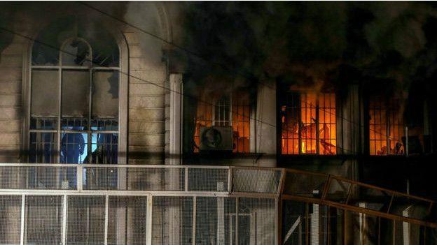 Cuarenta personas han sido arrestadas tras la protesta en la embajada saudita en Irán.