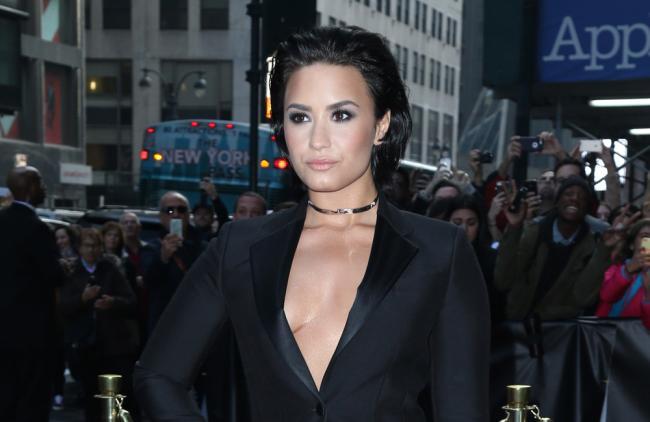 Demi Lovato presumió sus curvas con muy poca ropa (foto)