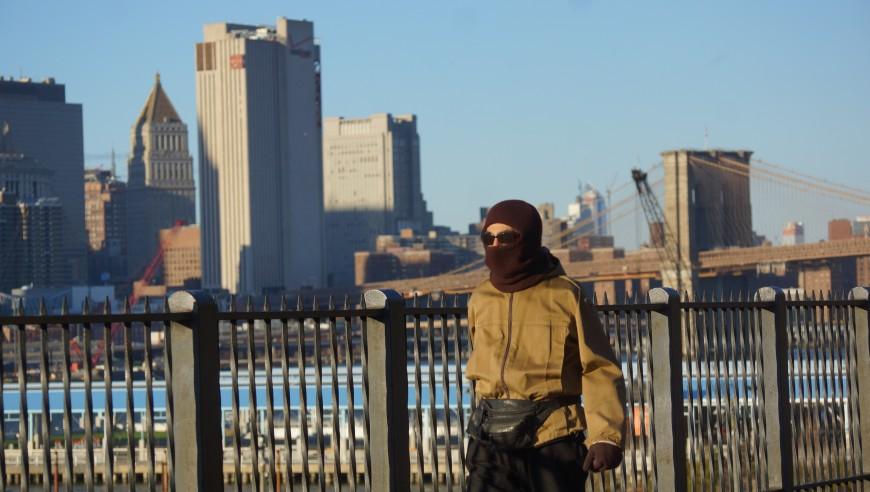 Adenás de temperaturas que llegan a los 17 grados Fahrenheit, NYC enfrenta vientos de hasta 25 mph.