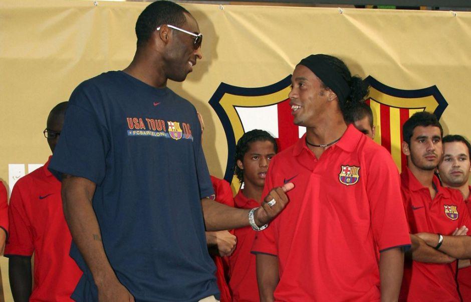 """Ronaldinho """"reforzaría"""" al FC Barcelona"""