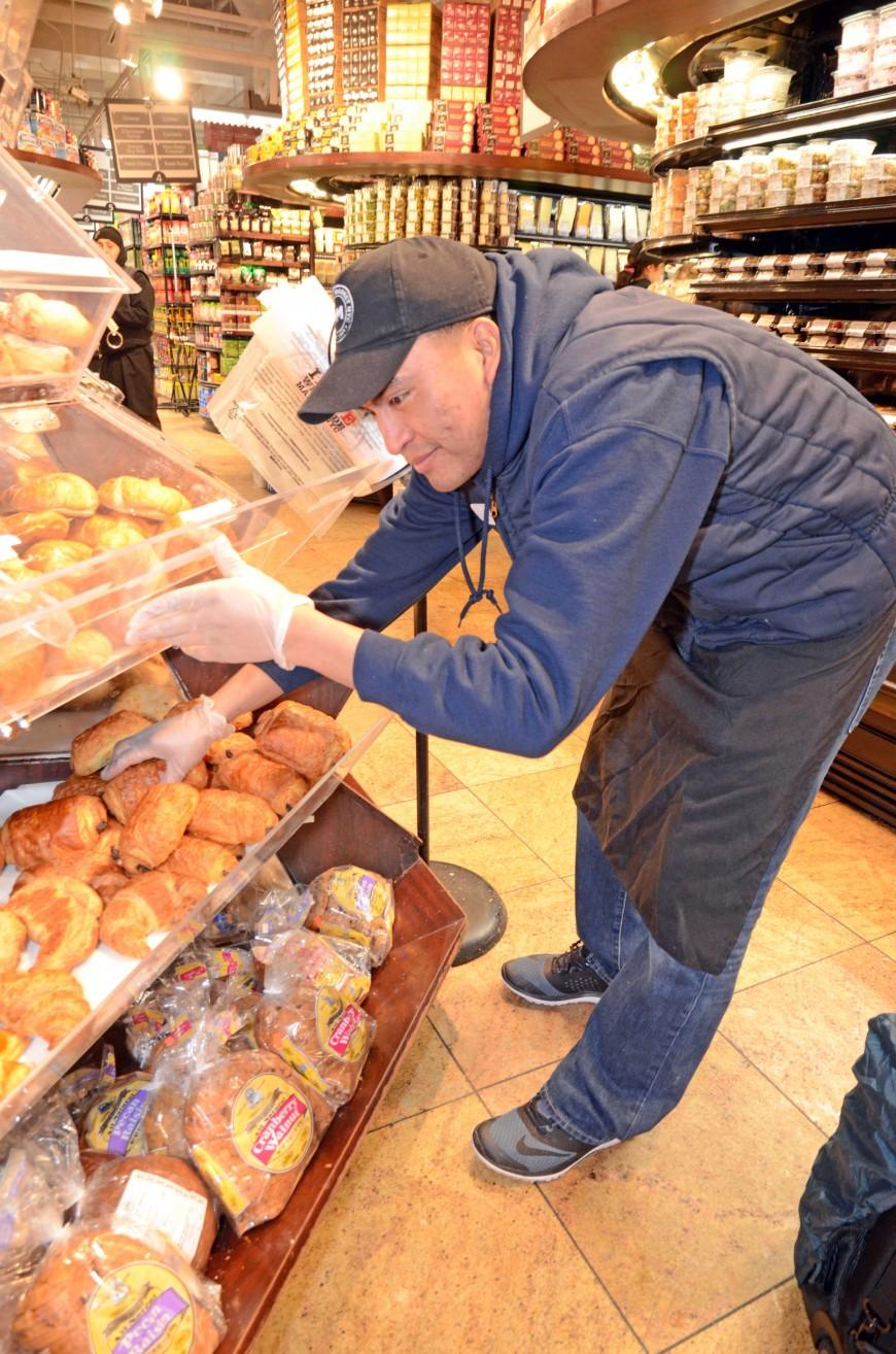 Jose Cuatzo trabaja en la panaderia del Westside Market.